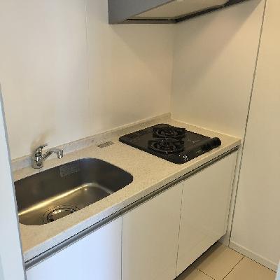 キッチンスペースは約2帖。冷蔵庫置場もあります。