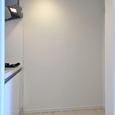 キッチンスペース。右に冷蔵庫ですね。