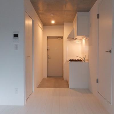 白で統一されたお部屋※写真は別部屋