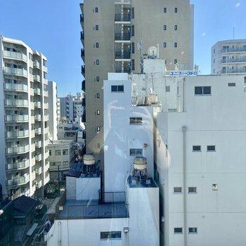 眺望は都会の街並みですが建物で遮られることもなく日当たり良好です。