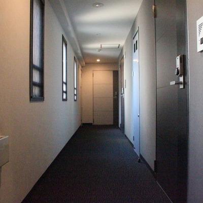 ホテルライクな内廊下を採用