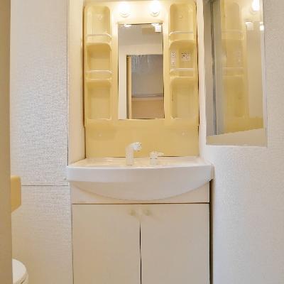 05号室には独立洗面台があります。