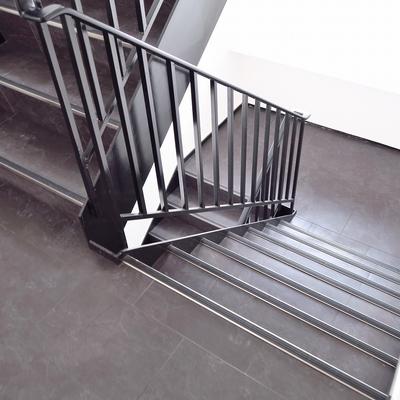 階段で4階までGOGO!