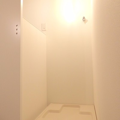 扉のむこうに洗濯機置き場。※写真は前回募集時のものです