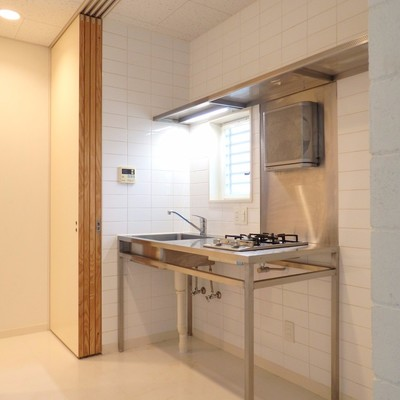 キッチン横に冷蔵庫も置けます