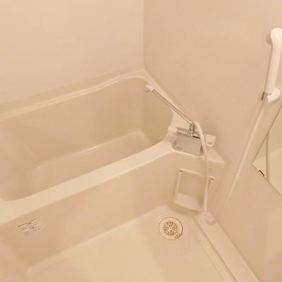 お風呂はコンパクトに。※写真は前回掲載時のものです。