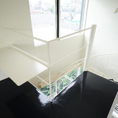 階段横はデスクスペースに。