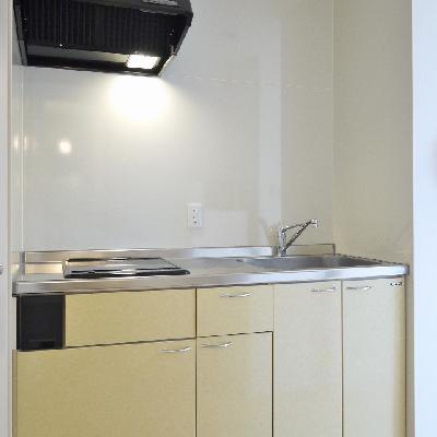 お部屋から隠れるようにキッチン。