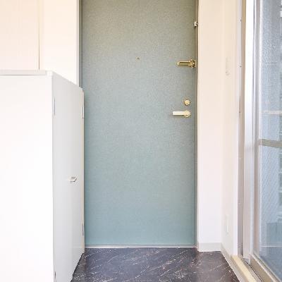 玄関はこう。