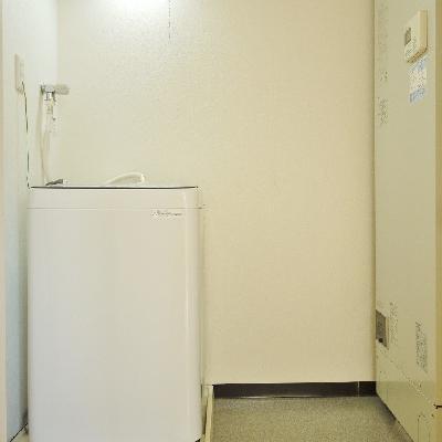 キッチン横に収納みたいなのが、洗濯機置き場。