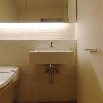 タンクレスのスマートなトイレ。