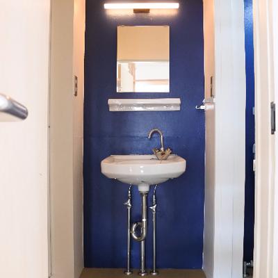 洗面はブルーに可愛く。