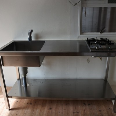 キッチンはステンレスでカッコヨク
