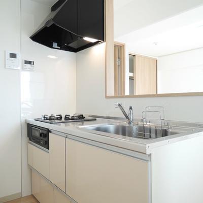 キッチンは2口ガスコンロ付き。