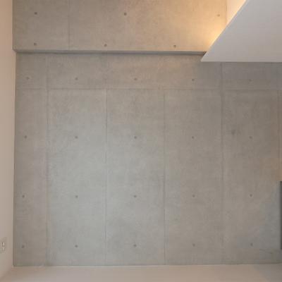 壁は一面コンクリです