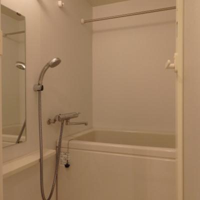 お風呂には浴室乾燥付き ※写真は別部屋