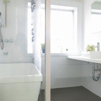 お風呂と洗面台は一緒のところに。