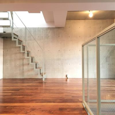 更に上に行く階段があります