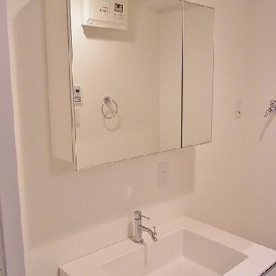真っ白な洗面台、これはきてます