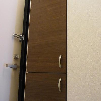 扉横にはしっかりシューズクローゼット※写真は201号室