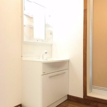 脱衣スペースもばっちり※写真は3階の反転間取り別部屋のものです