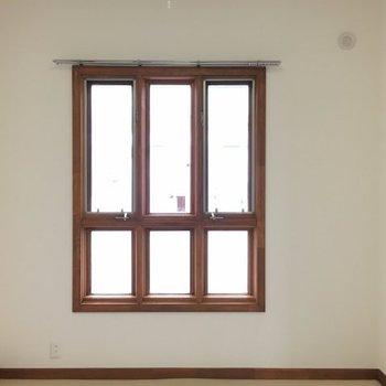 こちらは玄関側のお部屋※写真は3階の反転間取り別部屋のものです