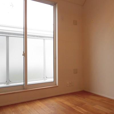 居室には大きな窓