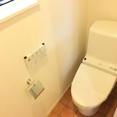 トイレにも窓ありますよ