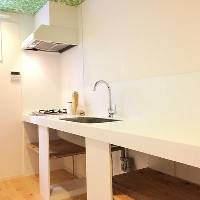 キッチンは広々。2口ガスコンロです