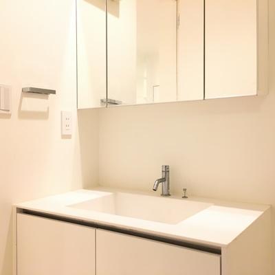 独立洗面台、綺麗ですね!