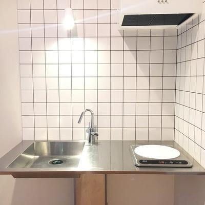 キッチン、ステンレスとタイルの組み合わせが背」素敵!