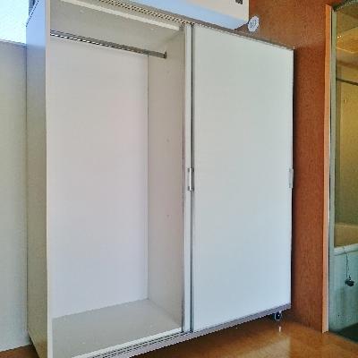 収納は1階と2階に可動式収納が1つづつ。