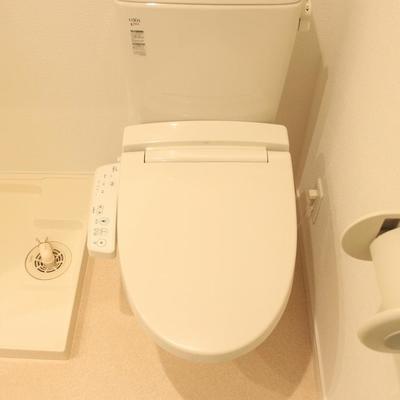 トイレは洗濯機の横