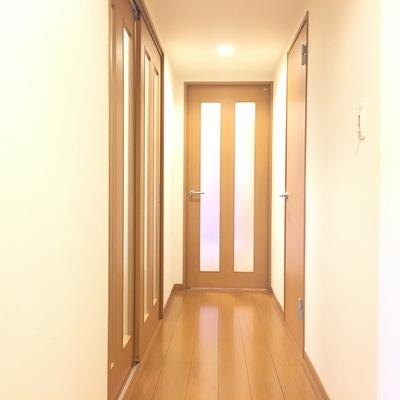 玄関を開けて、廊下がこんなかんじ