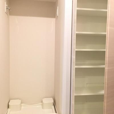 洗濯機置き場と収納です!