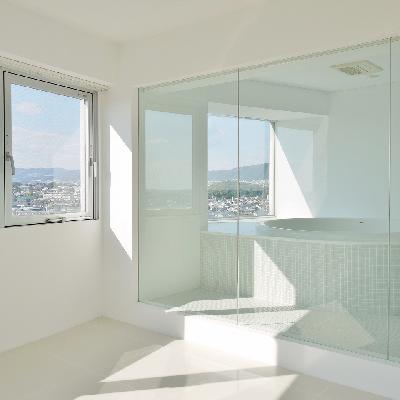 お部屋から見えるガラス張りのお風呂♪