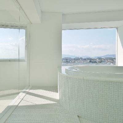 露天風呂と錯覚しそうなくらい開放的!