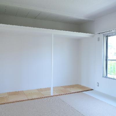 収納はオープンタイプ。※写真は同じ間取りの別室