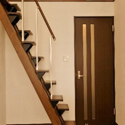 しっかりした階段です。