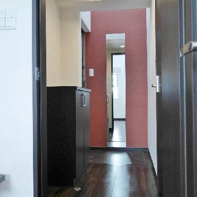 こちらが玄関。鏡があります。