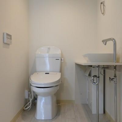 トイレゆったり!手洗いまでついています。