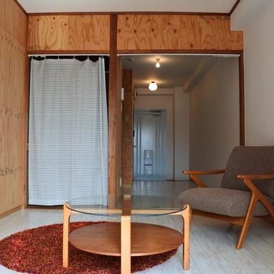 ラーチの板が印象的なお部屋。