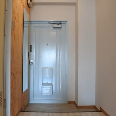 玄関のミラーがとっても便利。