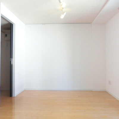 こっちの壁は真っ白〜