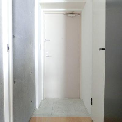 玄関横、下駄箱!