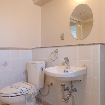 丸鏡の洗面台