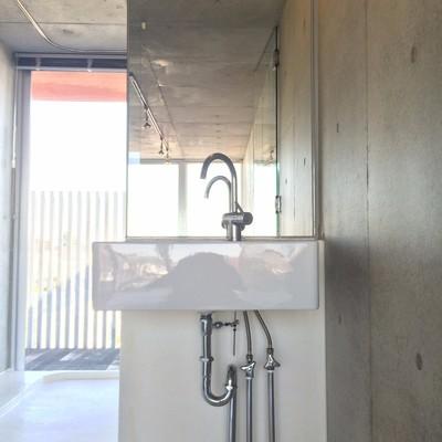 こちらもシンプルな洗面台
