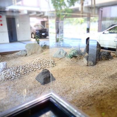 共有部には石のオブジェ
