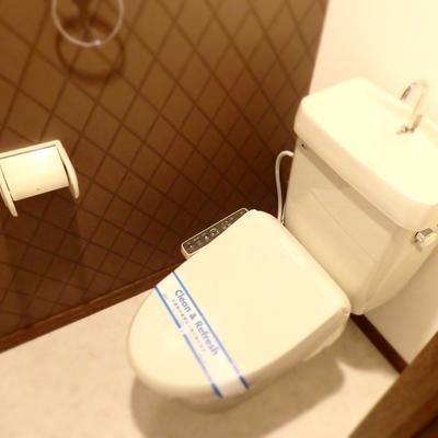 トイレもダークブラウン