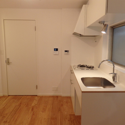玄関入るとゆったりとしたキッチンスペース写真は前回工事の3階のお部屋